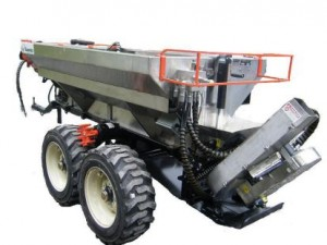 l'Épandex est une machinerie qui combine plusieurs applications dont l'épandage de chaux granulaire ou en poudre, de fertilisants, de compost, de cendres, de sable ou autres abrasifs.